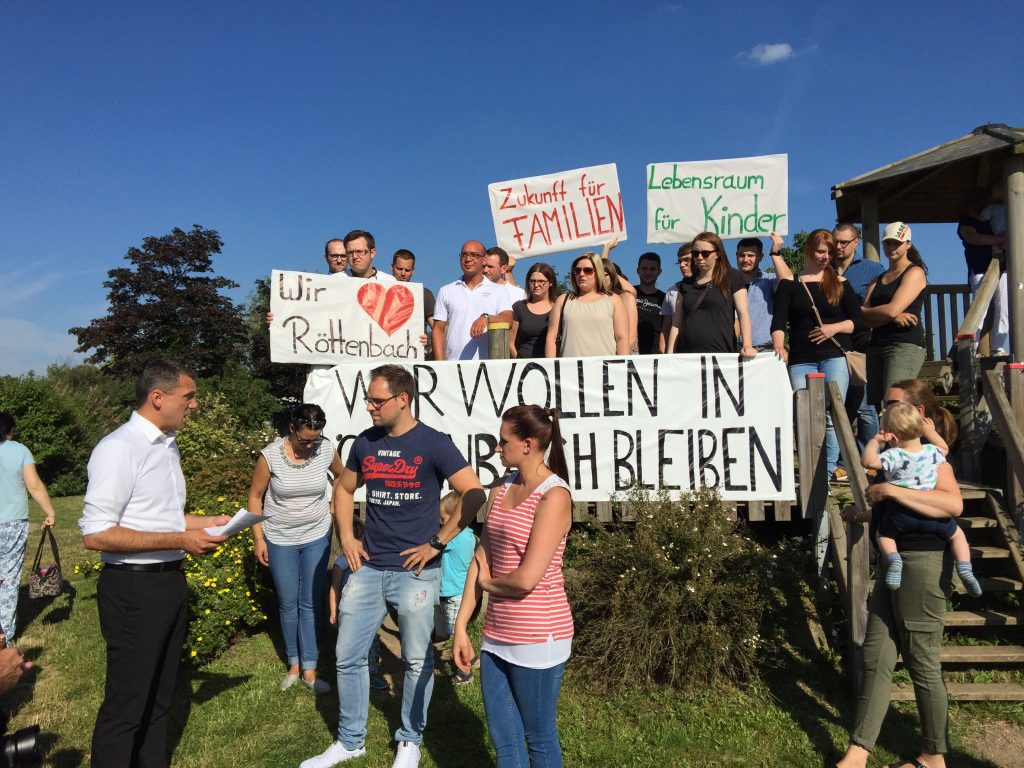 Unterschriftenübergabe pro Baugebiet in Röttenbach 4